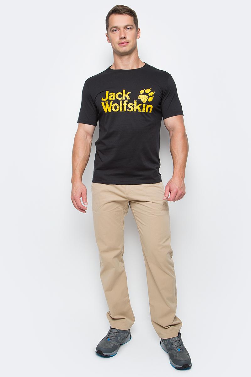Футболка мужская Jack Wolfskin Pride Function 65 T M, цвет: черный. 1804671-6000. Размер XXL (54)1804671-6000Футболка мужская Pride Function 65 T M изготовлена из полиэстера и органического хлопка. Ткань легкая и мягкая, быстро сохнет, приятная на ощупь и очень прочная. Модель имеет круглый вырез горловины и короткие стандартные рукава. Футболка дополнена логотипом бренда. В такой футболке вам будет комфортно весь день, она универсальна и подходит для повседневной жизни так же хорошо, как и для активного отдыха на природе.
