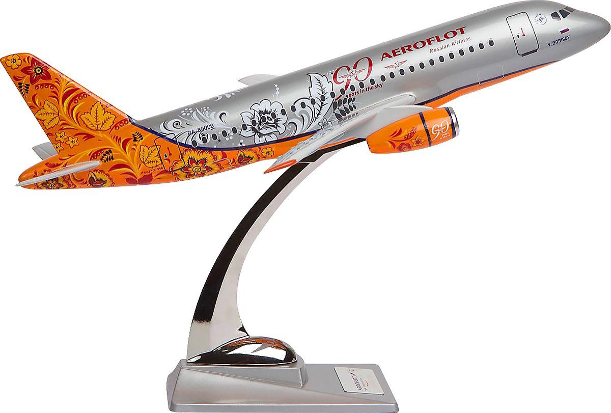 Модель самолета Аэрофлот Sukhoi SuperJet SSJ-100 Хохлома, масштаб М1:1002200001451Модель Sukhoi Superjet 100 в раскраске-ливрее «под хохлому», созданной в честь 90-летия Аэрофлота в 2013 году. Sukhoi Superjet 100 — ближнемагистральный самолет, первый российский серийный пассажирским авиалайнер с «сайдстиком» вместо штурвала. Модель выполнена из композитной смолы серебристого цвета на металлической стойке.