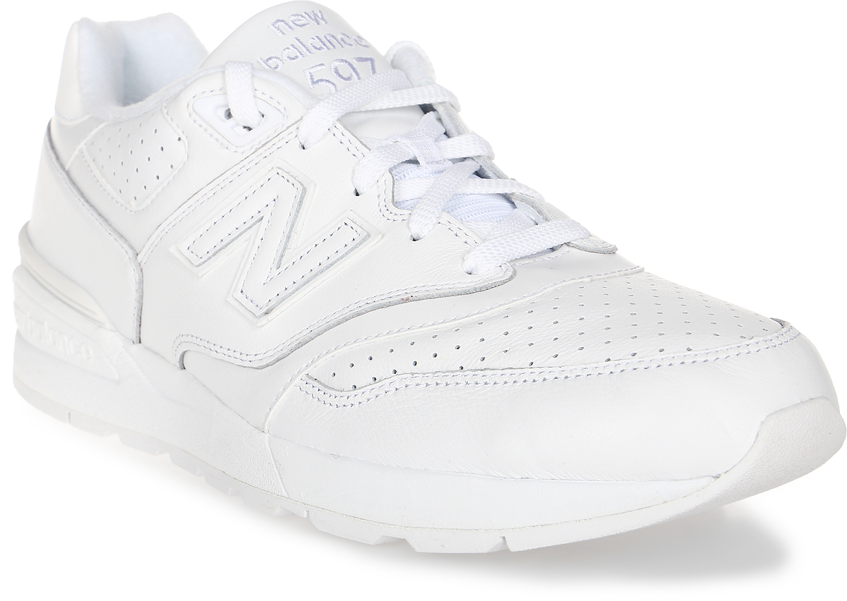 Кроссовки мужские New Balance 597, цвет: белый. ML597WHL/D. Размер 10 (44)ML597WHL/DСтильные мужские кроссовки от New Balance придутся вам по душе. Верх модели выполнен из высококачественныхматериалов. По бокам обувь оформлена, декоративными элементами в виде фирменного логотипа бренда, на язычке - фирменной нашивкой, задник логотипом бренда. Классическая шнуровка надежно зафиксирует изделие на ноге. Мягкая верхняя часть и стелька, изготовленные из текстиля, гарантируют уют и предотвращают натирание. Подошва оснащена рифлением для лучшей сцепки с поверхностями. Удобные кроссовки займут достойное место среди коллекции вашей обуви.