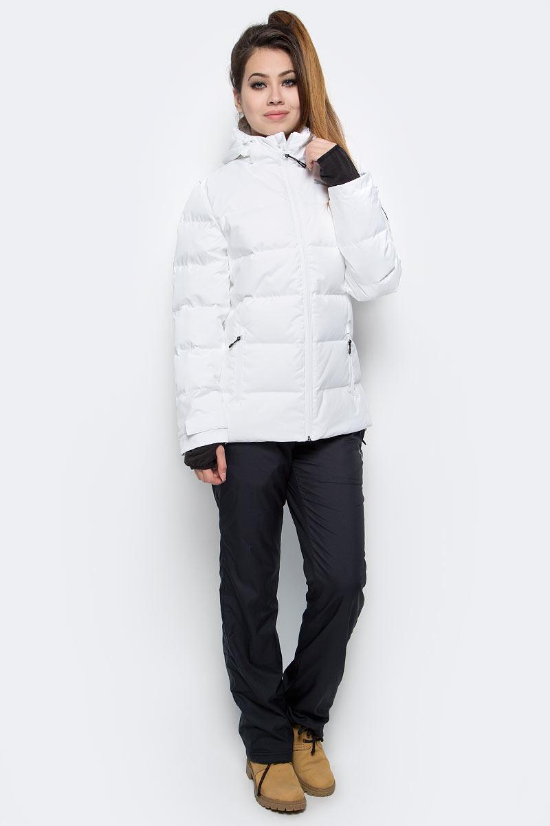 Куртка женская Puma Active Protective Down Jacket, цвет: белый. 83867802. Размер XL (50)838678_02Стильная и теплая женская куртка ACTIVE Protective Down Jacket. Модель декорирована логотипом PUMA, нанесенным методом глянцевой печати, а также силиконовой эмблемой PUMA. Модель изготовлена с использованием технологии stormCELL из водонепроницаемых, но в то же время дышащих материалов, способных справиться с любой непогодой. Среди других отличительных особенностей модели - капюшон изменяемой формы с затягивающимися шнурами, снабженными стопорами, ветрозащитный клапан и наращённый спереди ворот, надежно закрывающий шею и подбородок, язычки застежек-молний из светоотражающего материала, манжеты на застежке-липучке, вторые удлиненные манжеты из эластичного материала с отверстием для большого пальца, боковые карманы на молнии с односторонней подкладкой из флиса, подол с кулиской и затягивающимся шнуром со стопорами для регулирования посадки, петля для вешалки, висячий ярлык с указанием состава наполнителя.