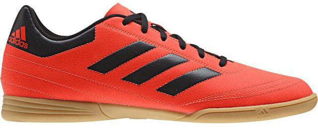 Кроссовки для футзала мужские Adidas Goletto Vi In, цвет: красный, черный. S77227. Размер 8,5 (41)S77227Кроссовки для зала от всемирно известного спортивного бренда adidas выполнены из качественного синтетического материала. Модель оформлена фирменными нашивками и надписями. Шнурки надежно зафиксируют модель на ноге. Внутренняя поверхность из текстиля комфортна при движении. Подошва изготовлена из высококачественной резины.
