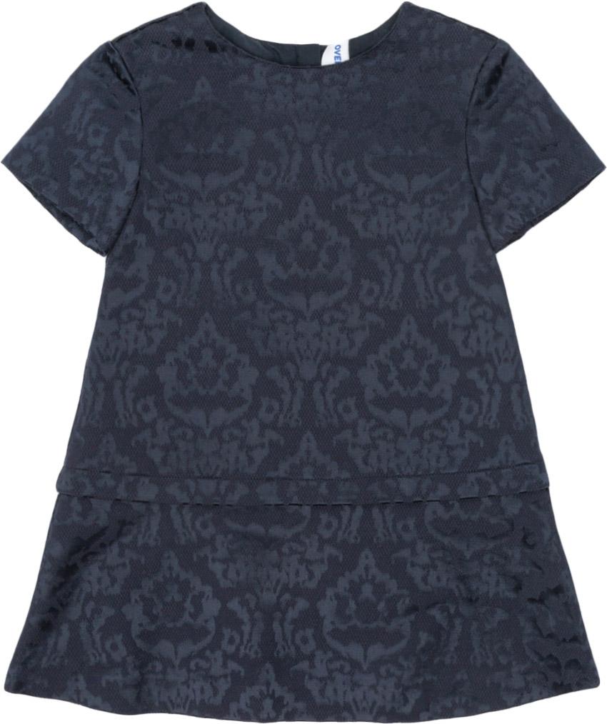 Платье для девочки Overmoon Applton, цвет: темно-синий. 21220200016_600. Размер 11021220200016_600Платье для девочки Overmoon Applton выполнено из хлопка с добавлением полиэстера и полиуретана. Модель имеет короткие рукава, круглый вырез горловины, длину выше колен. На спинке расположена застежка-молния. Платье дополнено оригинальным принтом.