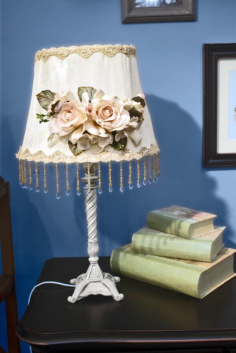 Лампа настольная ESTRO, 1 х E14, 40W. LA-258073LA-258073Лампа настольная ручной работы Estro станет украшением вашей комнаты и оригинально дополнит интерьер. Такой светильник отлично подойдет для освещения кабинета, спальни или гостиной. Лампа выполнена из бежевого металла. Абажур лампы изготовлен из полиэстера и дополнен текстильным украшением.К светильнику предусмотрен цоколь Е14 для лампы мощностью 40 Вт.Высота лампы: 50 см.
