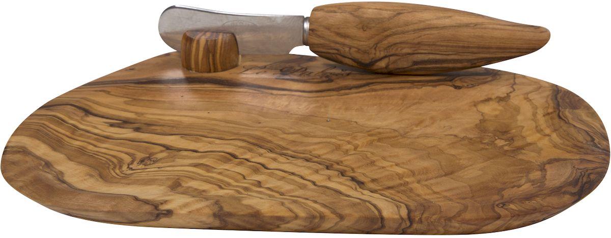 Изделия из оливкового дерева прежде всего привлекают своим красивейшим природным рисунком волокон. Кроме того, древесина оливкового дерева обладает бактерицидными свойствами - многие бактерии, такие как, например, сальмонелла и листерия, гибнут на ней менее чем за 3 минуты. Структура оливкового дерева очень прочная и прекрасно поддается полировке, что позволяет создавать практичные и функциональные кухонные аксессуары. Изделия из оливкового дерева не теряют своего вида на протяжении долгих лет. Оливковое дерево устойчиво к запахам, на изделиях практически не остается пятен.