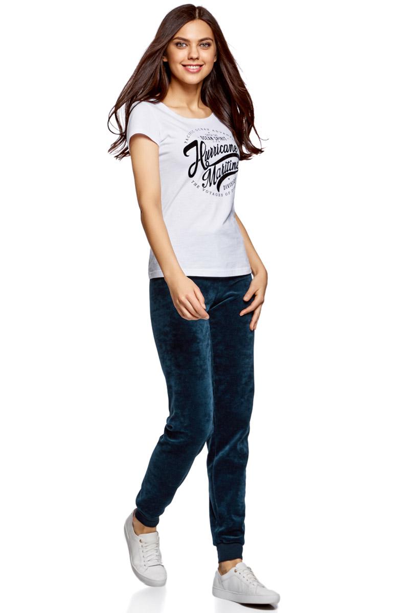 Брюки спортивные женские oodji Ultra, цвет: темно-синий. 16701051B/47883/7900N. Размер XL (50)16701051B/47883/7900NЖенские спортивные брюки oodji изготовлены из качественной смесовой ткани. Модель выполнена с широким эластичным поясом на талии и с завязками. Низы брючин дополнены широкими манжетами.