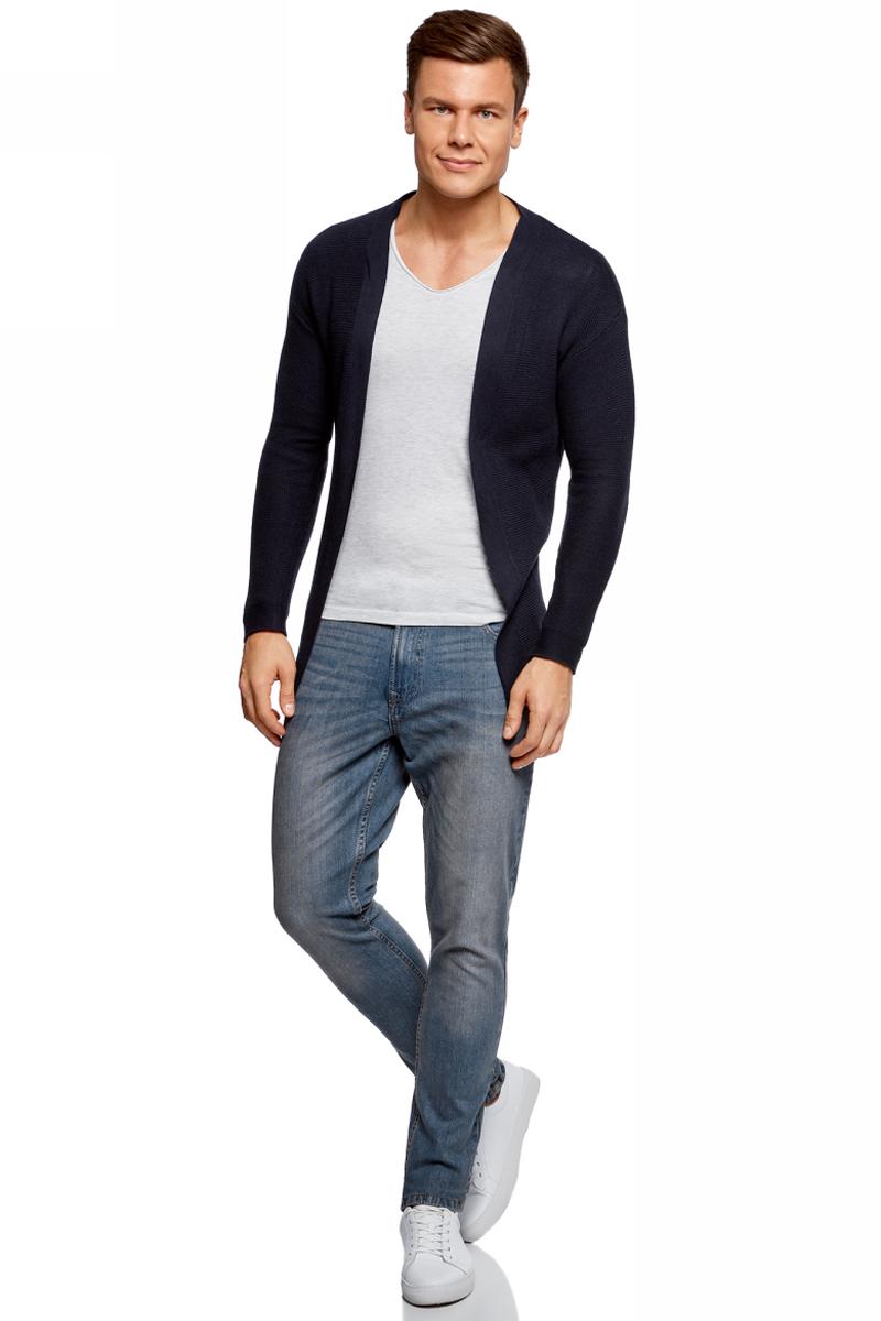 Джинсы мужские oodji Basic, цвет: синий джинс. 6B120050M/45594/7500W. Размер 32-34 (50-34)6B120050M/45594/7500WДжинсы oodji изготовлены из качественного материала на основе хлопка. Джинсы застегиваются на пуговицу в поясе и ширинку на застежке-молнии, дополнены шлевками для ремня. Спереди модель дополнена двумя втачными карманами, одним маленьким накладным, а сзади - двумя накладными карманами. Изделие дополнено декоративными потертостями.