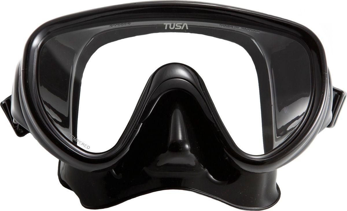 Маска для плавания Tusa Sport, цвет: черный. UMR-16 BK/BKUMR-16 BK/BKМаска UMR-16 – однолинзовая компактная маска с широким обзором. Силиконовый обтюратор со скругленными краями мягко повторяет контуры лица. После плавания с такой маской почти не остается следов на лице. Трехмерный ремешок применяемый для фиксации маски на голове, точно повторяет затылочный изгиб и надежно удерживает маску на голове. Быструю регулировку обеспечивают 5-ти позиционные пряжки. Они позволяют отрегулировать натяжение и угол наклона ремешка для наилучшей посадки маски на лице. Линза маски выполнена из закаленного стекла. Обтюратор полностью выполнен из 100% медицинского силикона.