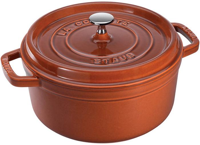 Кокот Staub, круглый, цвет: коричневый, 2,6 л11022806Изготовлена из чугуна, покрытого эмалью снаружи и внутри. Подходит для использования на всех типах плит и в духовке. Перед первым использованием снять этикетки, тщательно вымыть горячей водой с мыльным средством и высушить, затем нанести немного растительного масла на внутреннюю поверхность посуды, излишки масла удалить салфеткой. Мыть жидким моющим средством, без применения абразивных веществ и металлических губок. Пригодна для мытья в посудомоечной машине. При падении на твердую поверхность посуда может треснуть или разбиться. Металлические кухонные принадлежности могут повредить посуду. Избегать резкого нагревания и охлаждения, резкий перепад температуры может привести к повреждению посуды. Чтобы не обжечься, пользуйтесь прихватками.Адрес изготовителя:Zwilling Staub France S.A.S, 47 bis, rue des Vinaigriers, 75010 Paris, FRANCE (Цвиллинг Стауб Франс С.А.С 47 бис, ру де Винаигриерс, 75010 Париж, Франция)