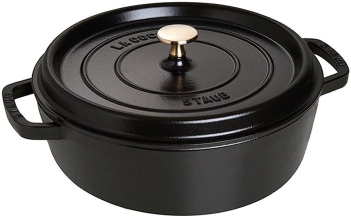Кокот Staub, низкий, цвет: черный, 3,8 л1112625Изготовлен из чугуна, покрытого эмалью снаружи и внутри. Подходит для использования на всех типах плит и в духовке. Перед первым использованием снять этикетки, тщательно вымыть горячей водой с мыльным средством и высушить, затем нанести немного растительного масла на внутреннюю поверхность посуды, излишки масла удалить салфеткой. Мыть жидким моющим средством, без применения абразивных веществ и металлических губок. Пригоден для мытья в посудомоечной машине. При падении на твердую поверхность посуда может треснуть или разбиться. Металлические кухонные принадлежности могут повредить посуду. Избегать резкого нагревания и охлаждения, резкий перепад температуры может привести к повреждению посуды. Чтобы не обжечься, пользуйтесь прихватками.Адрес изготовителя:Zwilling Staub France S.A.S, 47 bis, rue des Vinaigriers, 75010 Paris, FRANCE (Цвиллинг Стауб Франс С.А.С 47 бис, ру де Винаигриерс, 75010 Париж, Франция)