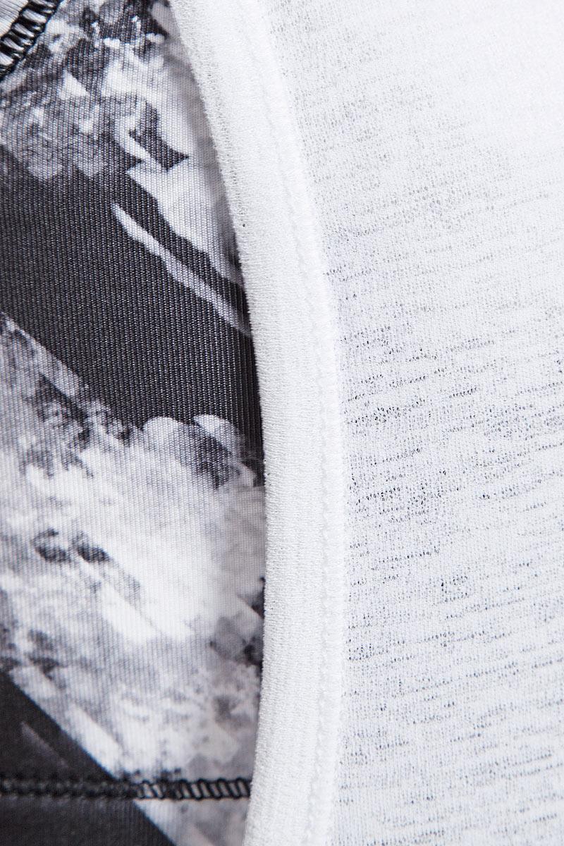 Спортивная майка Layer Tank оригинального фасона изготовлена из полиэстера с использованием высокофункциональной технологии dryCELL, которая отводит влагу, поддерживает тело сухим и гарантирует комфорт во время активных тренировок и занятий спортом. Изделие состоит из бюстгальтера и верхнего топа. Вшитый бюстгальтер при желании легко убирается, так как он пристрочен цепным стежком. Низкая пройма обеспечивает полную свободу движений. Благодаря сверхлегкому материалу изделия вам не грозит перегрев.