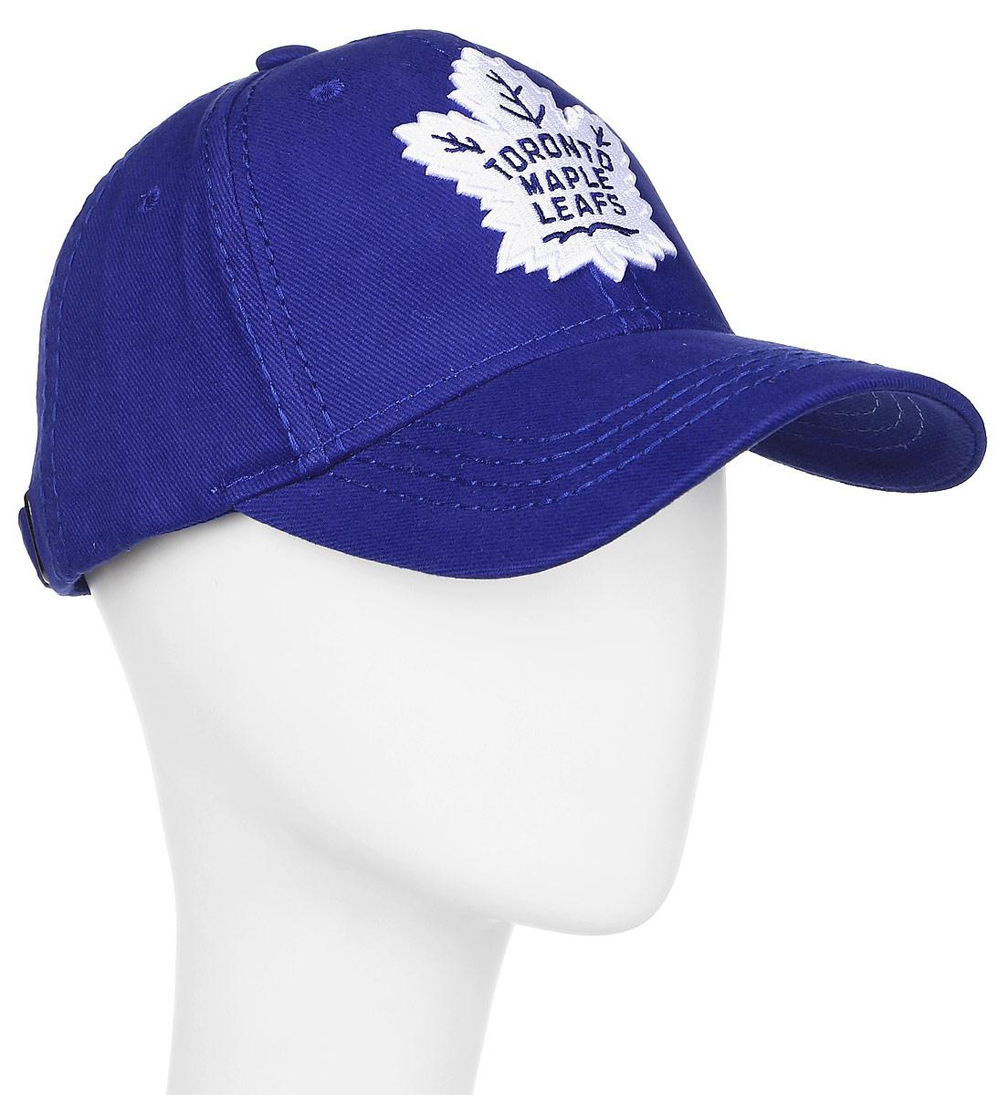 Бейсболка детская Atributika & Club Toronto Maple Leafs, цвет: синий. 29087. Размер 52/5429087Бейсболка с логотипом ХК Toronto Maple Leafs выполнена из высококачественного материала. Модель дополнена широким твердым козырьком и оформлена объемной вышивкой. Бейсболка имеет перфорацию, обеспечивающую необходимую вентиляцию. Объем изделия регулируется фиксатором.