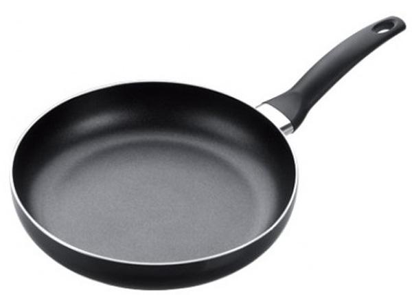 Твердое дно сковороды из нержавеющей стали, разработано специально для индукционных плит. Сковорода с антипригарным покрытием высокого качества, с эргономичной ручкой, изготовленной из прочного пластика. Цвет: черный.  Материал: нержавеющая сталь с антипригарным покрытием