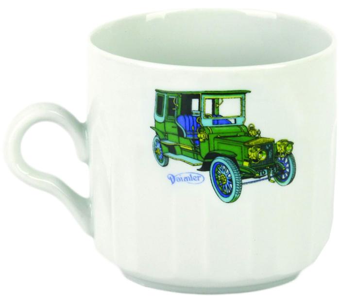 Красивая фарфоровая кружка способна скрасить любое чаепитие. Посуда из такого материала позволяет сохранить истинный вкус напитка, а также помогает ему дольше оставаться теплым.