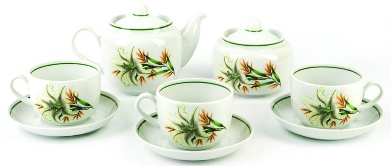 Чайные сервизы – это эксклюзивные наборы чашек и блюдечек. Все они отличаются совершенным качеством и неповторимостью. Каждый чайный сервиз из фарфора способен привнести в дом настроение праздничного застолья. Такие наборы подарят вам теплые ощущения от общения с близкими.