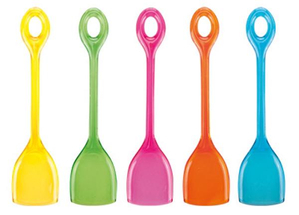 """Ложки Tescoma """"Presto. Party"""" послужат интересным решением для подачи небольших десертов на праздничный стол. Небольшие ложечки  Tescoma """"Presto. Party"""" украсят любой стол, со всевозможными десертами и мягкими угощениями. Ложки выполнены из прочной первоклассной  пластмассы, прозрачные, разных оттенков - фиолетовый, зеленый, синий, оранжевый и желтый. Ложки легко моются и могут использоваться  многократно. Можно мыть в посудомоечной машине. Длина ложки: 11 см."""