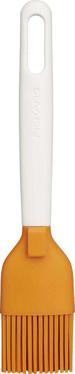 Кисть кулинарная Fiskars Functional Form, силиконовая1023614Кисть кулинарная Fiskars Functional Form имеет волокна из силикона. Благодаря специальной форме силиконовых волокон кисточка особенно хорошо удерживает масло и жидкости.Особенность конструкции кулинарной кисточка Fiskars - подвижная головка, которая обеспечивает три варианта наклона кисточки относительно поверхности, что позволяет равномерно распределять масло или другие жидкости.Силиконовая кулинарная кисточка Fiskars имеет эргономичную ручку, покрытую мягким нескользящим материалом Softtouch. В ручке есть отверстие для подвешивания.