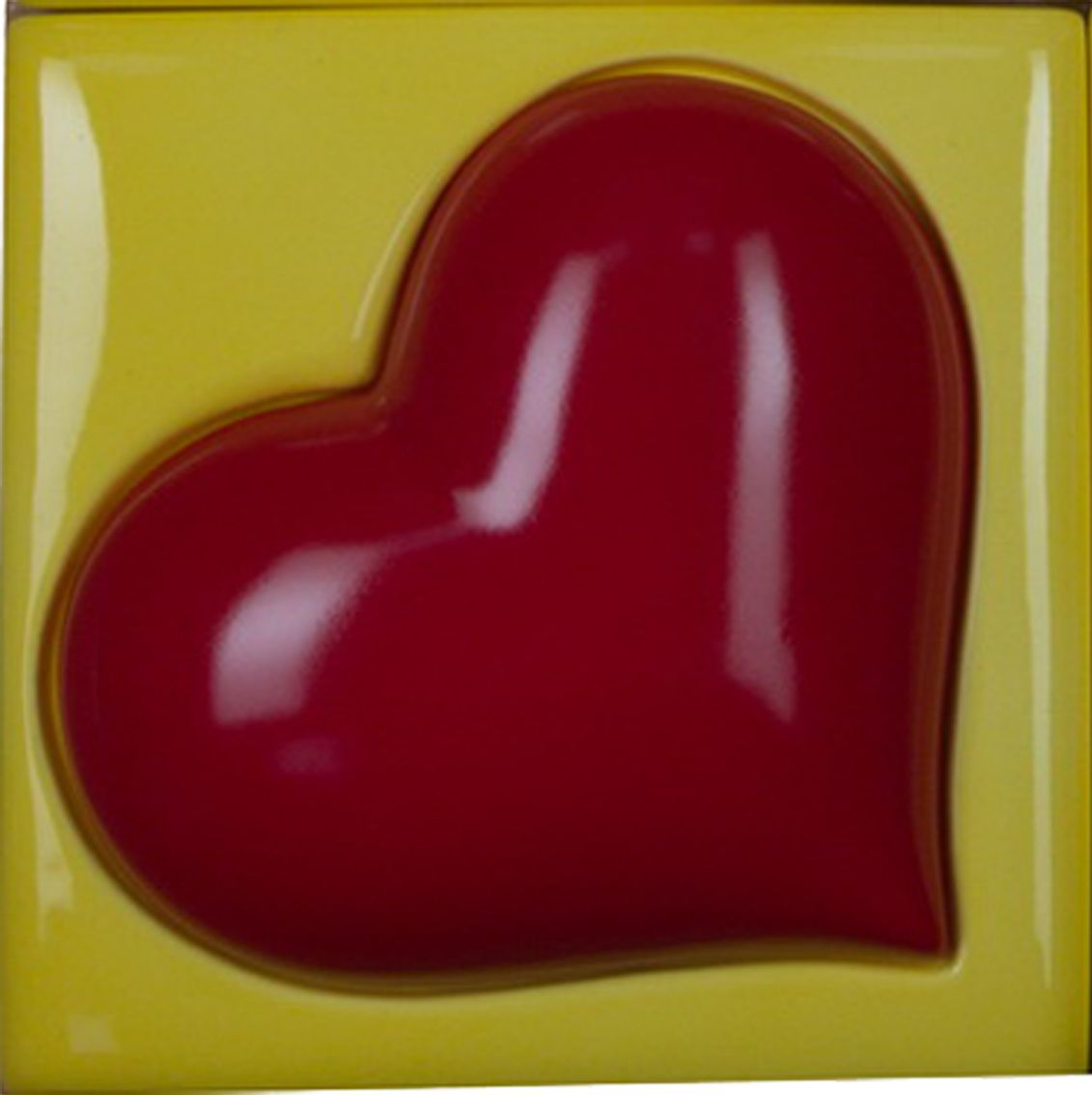 Керамическое панно ZORA Лав, 16,5 х 16,5 см. Авторская работа. ZS-PL-LAV1.1ZS-PL-LAV1.1Коллекция керамической плитки Love – это тонкая ирония над воплощением страстной любви в современном искусстве. Вызывающе-яркие, контрастные цвета: черный, белый, синий, желтый, красный – ненавязчиво намекают на экстравагантный характер владельца интерьера. Love – коллекция, которую выбирают дизайнеры для создания как публичного, так и частного интерьера. Товар может быть использован как панно, подставка под горячее, плитка для украшения уличных мангалов и беседки.Керамика, ручное напыление, высокотемпературный обжиг, глазури.