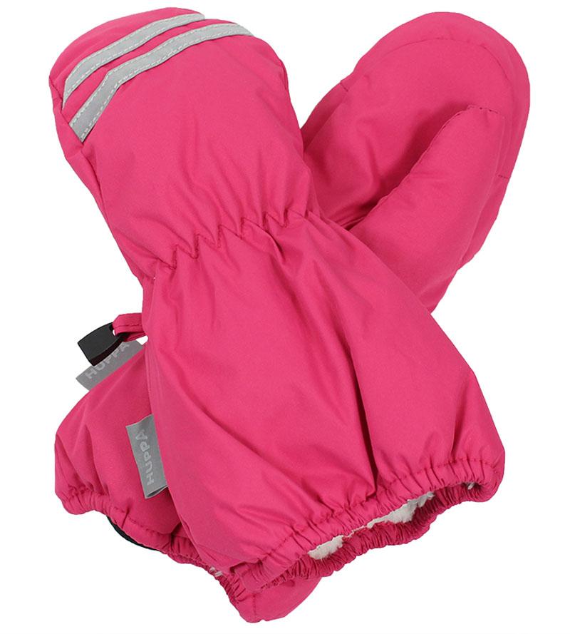 Варежки детские Huppa Roy, цвет: фуксия. 8110BASE-60063. Размер 38110BASE-60063Детские варежки Huppa Roy, изготовленные из высококачественного полиэстера, станут идеальным вариантом для холодной зимней погоды. Первоклассный мембранный материал с теплой подкладкой Coral-fleece, а также наполнитель из полиэстера надежно сохранят тепло и не дадут ручкам вашего малыша замерзнуть.Варежки дополнены удлиненными манжетами, которые помогут предотвратить попадание снега и влаги. На запястьях варежки собраны на эластичные резинки, что обеспечивает комфортную и надежную посадку. Варежки дополнены длинной эластичной резинкой.