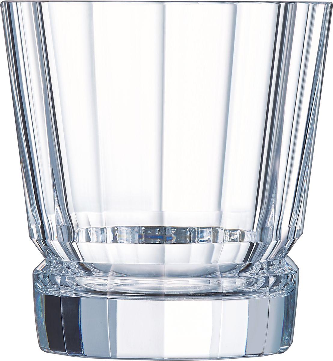 Набор стаканов Cristal dArques Macassar, 320 мл, 6 шт. L6609L6609Прямые грани и уникальный блеск коллекции Macassar переносят нас в мир высокой моды ар-деко. Вечные складки. Прямые бокалы из коллекции Macassar переносят нас в мир высокой моды ар-деко. Они выделяются изысканностью текучих складок от ножек до верха и единством симметричных линий. Как модницы безумных двадцатых, украшаясь тюрбанами и султанами, открывали свободу движения в мягкой драпировке, так бокалы в несравненном блеске хрусталя радуются свободе стиля и чистоте прямых и закругленных граней. Подобно тому, как современный кутюрье пересматривает вечные мотивы моды, эти текучие и геометрические скульптуры смело нарушают условности и утверждают смелость на вашем столе.
