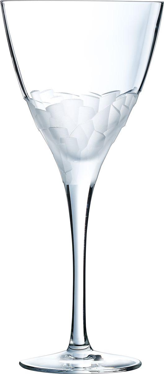 Набор бокалов Cristal dArques Intuition, для вина, 300 мл, 6 шт. L6636L6636Набор Cristal dArques Intuition состоит из шести бокалов, выполненных из хрустального стекла. Изделия оснащены ножками. Бокалы сочетают в себе элегантный дизайн и функциональность. Благодаря такому набору пить напитки будет еще вкуснее. Множество ограненных, четких, структурированных поверхностей пересекается случайным образом, образуя плотный лабиринт. Кубизм на столе. Коллекция Intuition — это проникновенное сверкающее хрусталем посвящение кубизму. Основания стаканов и стенки бокалов покрыты фрагментированными гранями, напоминающими манеру художников-кубистов. Основные геометрические формы непрерывно раскладываются и составляются вновь. Ограненные, четкие, структурированные поверхности пересекаются случайным образом. Геометрические объемы освобождаются, создавая густой лабиринт. Текстурированные и матовые поверхности контрастируют с блеском гладкого стекла, создавая переменчивый декор, в котором чередуются плоские и рельефные элементы.