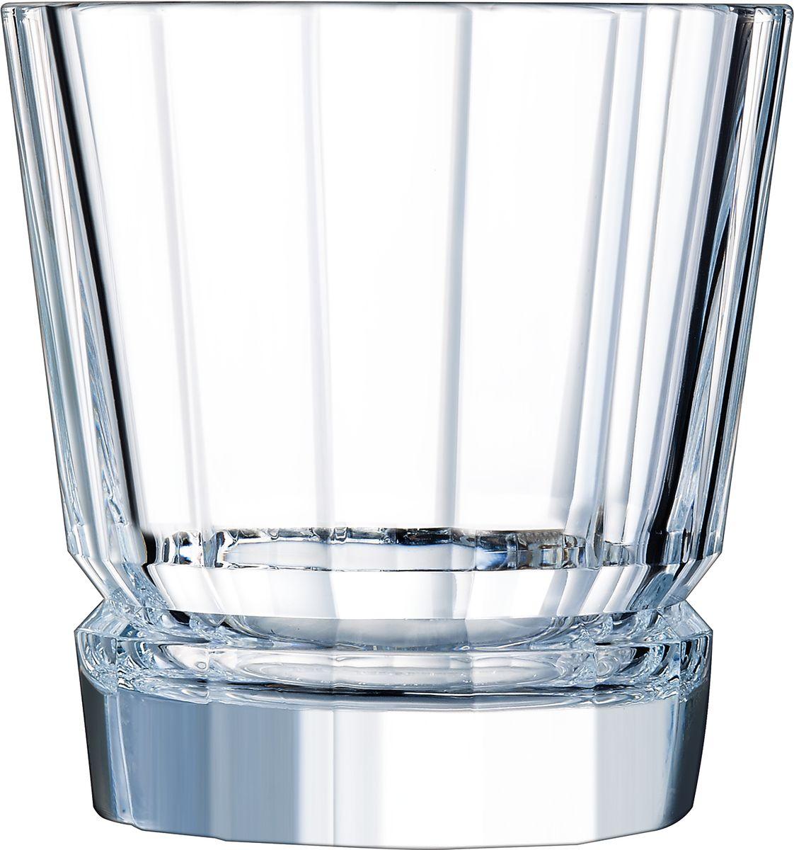 Набор стаканов Cristal dArques Macassar, 380 мл, 6 шт. L8162L8162Прямые грани и уникальный блеск коллекции Macassar переносят нас в мир высокой моды ар-деко. Вечные складки. Прямые бокалы из коллекции Macassar переносят нас в мир высокой моды ар-деко. Они выделяются изысканностью текучих складок от ножек до верха и единством симметричных линий. Как модницы безумных двадцатых, украшаясь тюрбанами и султанами, открывали свободу движения в мягкой драпировке, так бокалы в несравненном блеске хрусталя радуются свободе стиля и чистоте прямых и закругленных граней. Подобно тому, как современный кутюрье пересматривает вечные мотивы моды, эти текучие и геометрические скульптуры смело нарушают условности и утверждают смелость на вашем столе.