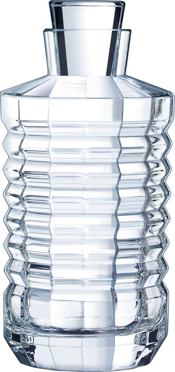 Штоф Cristal dArques Architecte, 900 мл. L8455L8455Коллекция вдохновлена безумными двадцатыми и несет отпечаток эпохи, гениально соединившей круглые формы и прямые линии. Разбиение на грани. В ритме закруглений и выступов микрограней, прямые стаканы с тяжелым дном из коллекции Architecte словно вышли из бара, насыщенного мужественной атмосферой Парижа Хемингуэя эпохи между двумя мировыми войнами. Одновременно творчески эксцентричные и геометрически строгие, они обязаны своим современным видом… традициям и современной технической смелости. В них парадоксально соединяются по определению угловатые, но округлые грани, возвышаемые несравненным блеском хрусталя. Коллекция вдохновлена безумными двадцатыми и несет отпечаток эпохи, гениально соединившей круглые формы и прямые линии.