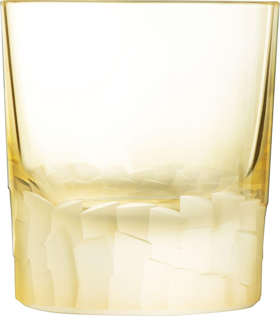 Набор стаканов Cristal dArques Intuition, цвет: желтый, 320 мл, 6 штL8640Множество ограненных, четких, структурированных поверхностей пересекается случайным образом, образуя плотный лабиринт. Кубизм на столе. Коллекция Intuition - это проникновенное сверкающее хрусталем посвящение кубизму. Основания стаканов и стенки бокалов покрыты фрагментированными гранями, напоминающими манеру художников-кубистов. Основные геометрические формы непрерывно раскладываются и составляются вновь. Ограненные, четкие, структурированные поверхности пересекаются случайным образом. Геометрические объемы освобождаются, создавая густой лабиринт. Текстурированные и матовые поверхности контрастируют с блеском гладкого стекла, создавая переменчивый декор, в котором чередуются плоские и рельефные элементы.
