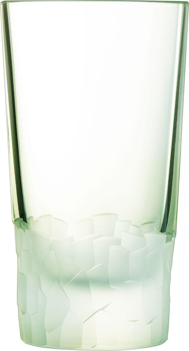 Набор стаканов Cristal dArques Intuition, 330 мл, 6 шт. L8641L8641Множество ограненных, четких, структурированных поверхностей пересекается случайным образом, образуя плотный лабиринт. Кубизм на столе. Коллекция Intuition — это проникновенное сверкающее хрусталем посвящение кубизму. Основания стаканов и стенки бокалов покрыты фрагментированными гранями, напоминающими манеру художников-кубистов. Основные геометрические формы непрерывно раскладываются и составляются вновь. Ограненные, четкие, структурированные поверхности пересекаются случайным образом. Геометрические объемы освобождаются, создавая густой лабиринт. Текстурированные и матовые поверхности контрастируют с блеском гладкого стекла, создавая переменчивый декор, в котором чередуются плоские и рельефные элементы.