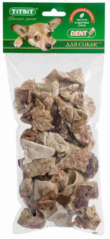 Лакомство Titbit Легкое баранье XL, для собак008751Упаковка лакомства Titbit содержит кусочки высушенного бараньего легкого. Высокое содержание микроэлементов и соединительной ткани дополняет удовольствие собаки от нежного лакомства. Легкие очень вкусны, малокалорийны и замечательно усваиваются организмом. Легкие содержат практически такой же набор витаминов, как и мясо, но зато гораздо менее жирные. Оказывают положительное воздействие на состояние кожи, шерсти и общий обмен веществ. Кусочки очень удобно использовать в качестве поощрения при дрессуре, и просто на прогулках. Для собак всех пород и возрастов. Особенно рекомендуется для собак с неполной зубной формулой и возрастными изменениями зубочелюстного аппарата. Благодаря вкусовым качествам и воздушной структуре является одним из самых любимых лакомств для наших четвероногих друзей.