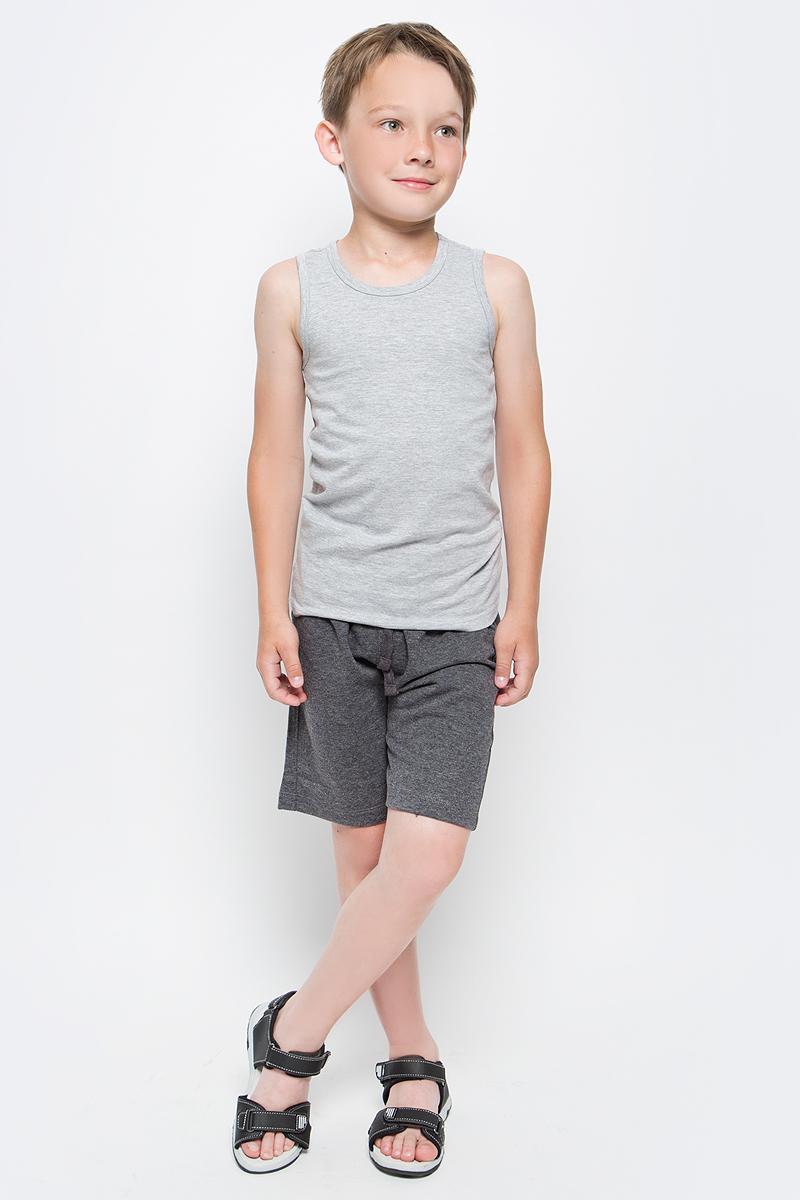 Шорты для мальчика Sela, цвет: черный. SHk-815/346-7340. Размер 140SHk-815/346-7340Удобные для мальчика Sela отлично подойдут для прогулок и отдыха маленького непоседы. Модель прямого кроя выполнена из качественного трикотажа и сзади дополнена накладным карманом. Шорты стандартной посадки на талии имеют широкий пояс на мягкой резинке, дополнительно регулируемый шнурком.