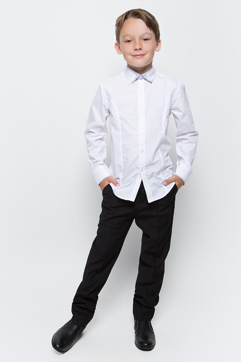 Брюки для мальчика Vitacci, цвет: черный. 1173033-03. Размер 1341173033-03Классические школьные брюки выполнены из качественного материала. Модель застегивается на комбинированную застежку, имеются шлевки для ремня.