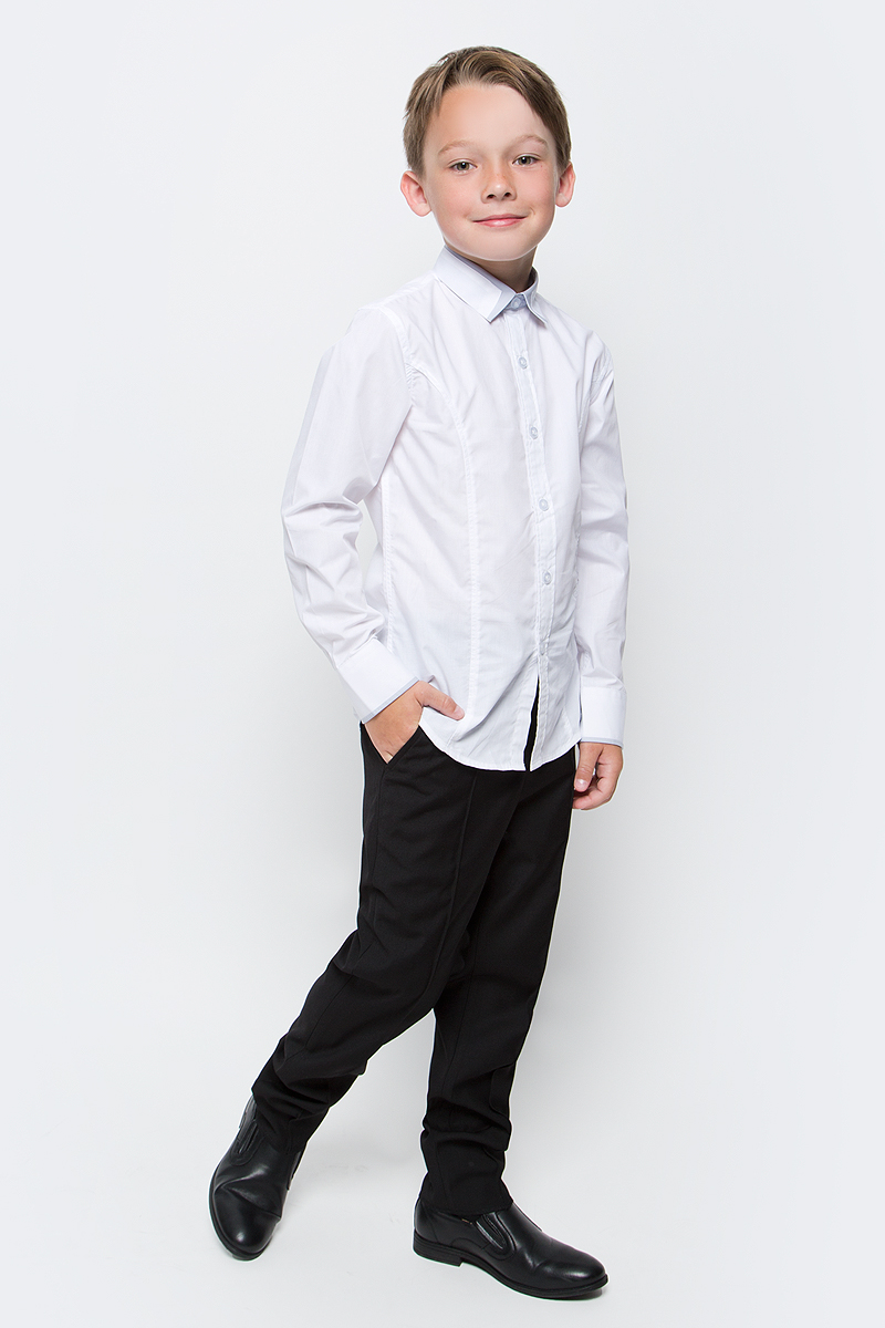 Рубашка для мальчика Vitacci, цвет: светло-серый. 1173019М-02. Размер 1581173019-02/1173019М-02Классическая школьная рубашка для мальчика от Vitacci выполнена из хлопка с добавлением полиэстера. Модель имеет длинные рукава с манжетами на пуговицах и отложной воротник, застегивается на пуговицы.