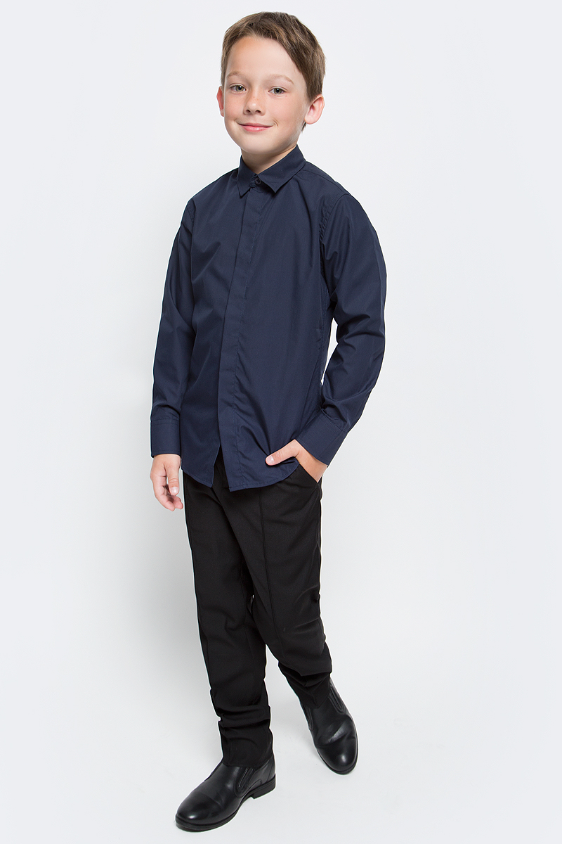 Рубашка для мальчика Vitacci, цвет: темно-синий. 1173018М-04. Размер 1761173018М-04/1173018-04Рубашка для мальчика выполнена из хлопка и полиэстера. Модель с отложным воротником и длинными рукавами застегивается на пуговицы.