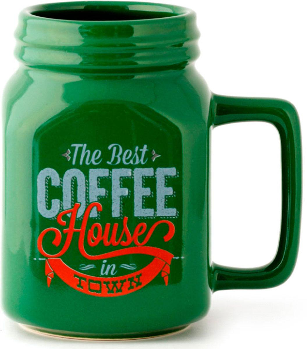 Кружка Balvi Mason, цвет: зеленый, 400 мл. 2621626216У многих людей день начинается с чашки бодрящего кофе, поэтому оригинальная и необычная кружка Mason станет хорошим подарком себе или близкому человеку. Принт напоминает банку молотого кофе, что подчеркивает любовь к этому напитку. А большой объем порадует тех, кто не привык наслаждаться кофе маленькими порциями.- Запоминающееся оформление в соответствии со стилем любого кофемана.- Большой объем - 400 мл.- Прочная керамика, надолго сохраняющая тепло согретого напитка.
