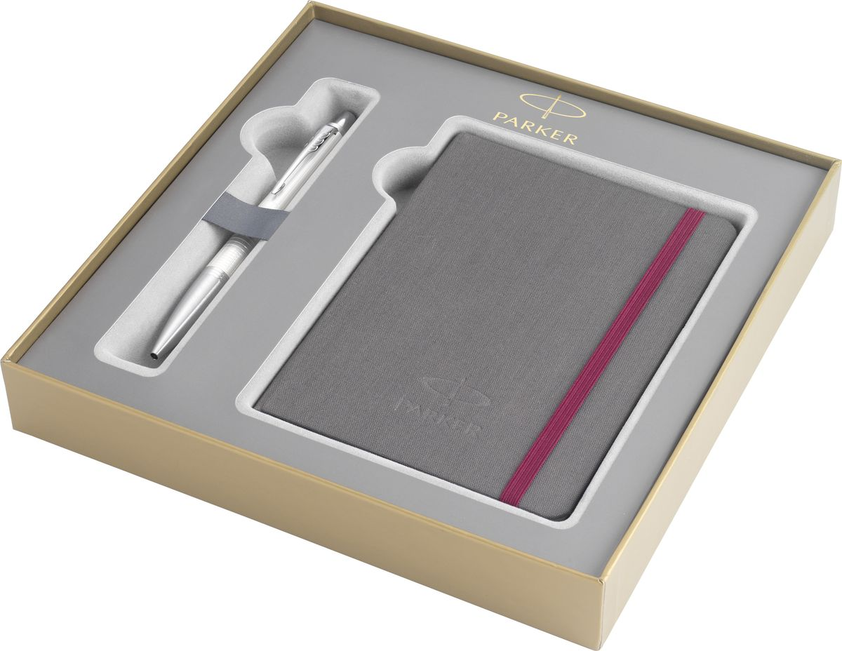 Parker Ручка шариковая Urban Premium Pearl синяяPARKER-2010769Картонная коробка высота 3,9 см, длина 21,8 см, ширина 21,8 см. Снаружи отделана золотистой бумагой с логотипом PARKER. Внутри отделана бумагой серого цвета. Вложение набора - разлинованный недатированный блокнот для записей, размером 15*10,5 см, с обложкой из ткани сероватого цвета и тканевой закладкой, с 64 белыми листами в линейку и ручка шариковая URBAN Premium Pearl, жемчужный лаковый корпус с гравировкой, хромированные детали, синие чернила. арт. PARKER-1931611.Сделано во Франции. Аналог PARKER-1978329