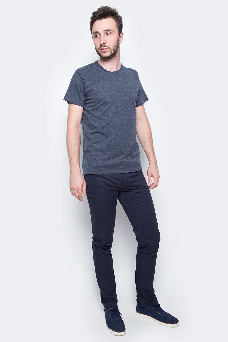 Брюки мужские Sela, цвет: темно-синий. P-215/056-7340. Размер 48P-215/056-7340Стильные мужские брюки Sela выполнены из 100% хлопка. Модель застегивается на ширинку с молнией и пуговицу в поясе. На поясе имеются шлевки для ремня. Брюки имеют пятикарманный крой: два втачных кармана и один накладной кармашек спереди, два накладных кармана сзади.