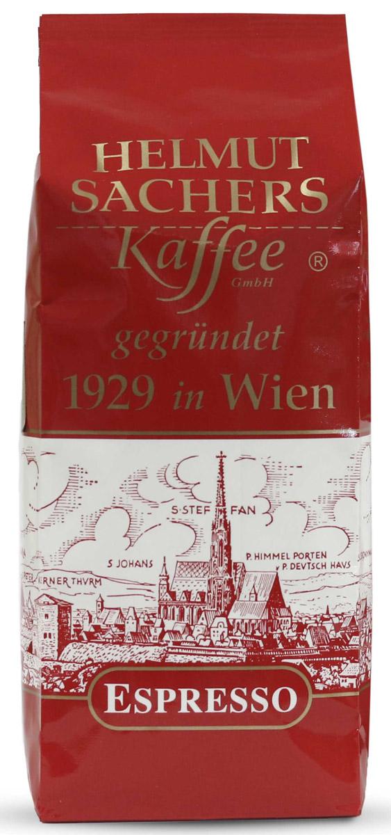 Helmut Sachers кофе эспрессо молотый, 250 гCHLMSC-000002Helmut Sachers молотый Espresso подарит вам бодрящий напиток с насыщенным ароматом и мягким, изысканным, чуть кисловатым вкусом. Эта смесь станет отличной основой для рецептов на основе кофе, включающих молоко или сливки. Helmut Sachers молотый Espresso создается с учетом австрийских традиций обжарки.Немаловажное значение имеет и сырье, используемое на производстве. Гельмут Захерс молотый Эспрессо создается из высококачественной натуральной арабики. После бережной обжарки зерна измельчают и фасуют в герметично запаянные фольгированные пакеты. Вакуумная упаковка помогает надолго сохранить свежесть и бесподобный аромат продукта. Без доступа кислорода Helmut Sachers молотый Espresso после вскрытия пачки будет пахнуть столь же приятно и интенсивно, будто его только что обжарили и смололи.Этот бленд подойдет не только для приготовления эспрессо, о чем можно догадаться из его названия. Мягкий вкус и нежная, крепкая пенка делают Helmut Sachers молотый Espresso прекрасной основой для капучино и других напитков на основе сочетания кофе с молоком.