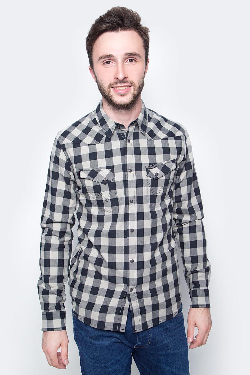 Рубашка мужская Wrangler, цвет: черный, белый. W57164B01. Размер L (50)W57164B01Мужская рубашка Wrangler с длинными рукавами и отложным воротником выполнена из качественного хлопка. Изделие застегивается на кнопки, имеются нагрудные накладные карманы. Манжеты рукавов дополнены застежками-кнопками, низ изделия закруглен.