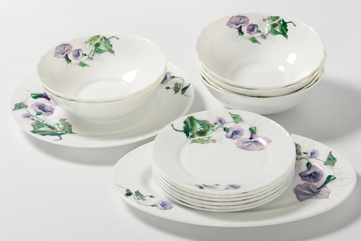 Набор столовой посуды Olaff Скарлет, 14 предметов. JY-R-14-57JY-R-14-57Набор Olaff Скарлет состоит из 1 обеденной тарелки, 6 десертных тарелок, 6 салатников и овального блюда. Изделия выполнены из высококачественной стеклокерамики и имеют яркий дизайн с изящным рисунком цветов. Посуда отличается прочностью, гигиеничностью и долгим сроком службы, она устойчива к появлению царапин и резким перепадам температур.Набор столовой посуды Olaff Скарлет - это не только яркий и полезный подарок для родных и близких, а также великолепное дизайнерское решение для вашей кухни или столовой. Можно мыть в посудомоечной машине и использовать в микроволновой печи. Диаметр обеденной тарелки (по верхнему краю): 25,4 см.Диаметр десертной тарелки (по верхнему краю): 17,5 см.Диаметр овального блюда: 30,5 см. Объем салатника: 750 мл.
