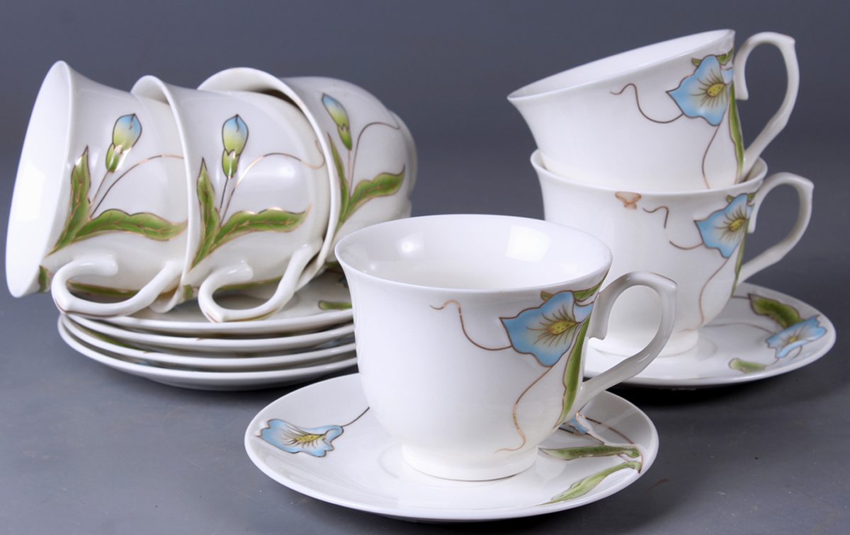 Набор чайный Olaff New Bone China. Цветы, 12 предметов. SC-EDB6GB-015SC-EDB6GB-015Набор чайный Olaff New Bone China. Цветы состоит из 6 чашек и 6 блюдец. Набор изготовлен из высококачественного фарфора и оформлен стильным рисунком. Такой набор подходит для подачи чая.Изящный дизайн придется по вкусу и ценителям классики, и тем, кто предпочитает утонченность и изысканность. Он настроит на позитивный лад и подарит хорошее настроение с самого утра. Чайный набор Olaff - идеальный и необходимый подарок для вашего дома и для ваших друзей в праздники.