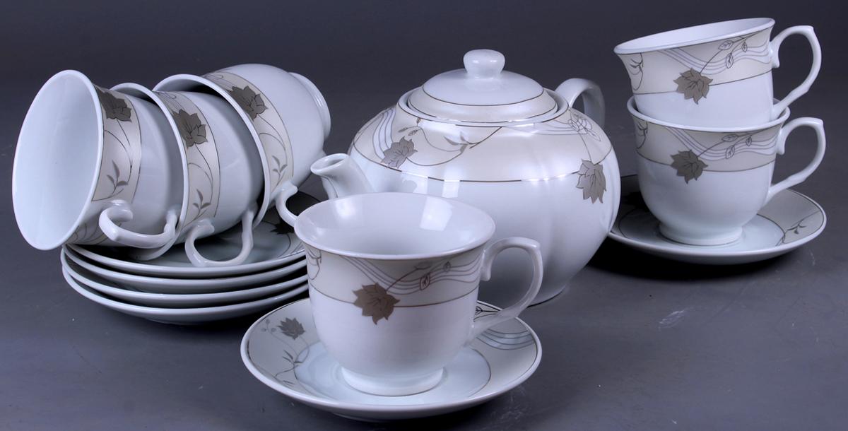 Набор чайный Olaff, 13 предметов. SCS-13QWB-014SCS-13QWB-014Набор Olaff состоит из шести чашек, шести блюдец и чайника изготовленных из высококачественного фарфора. Изделия оформлены стильным рисунком, декорированы серебром. Такой набор подходит для подачи чая.Изящный дизайн придется по вкусу и ценителям классики, и тем, кто предпочитает утонченность и изысканность. Он настроит на позитивный лад и подарит хорошее настроение с самого утра. Чайный набор Olaff - идеальный и необходимый подарок для вашего дома и для ваших друзей в праздники.