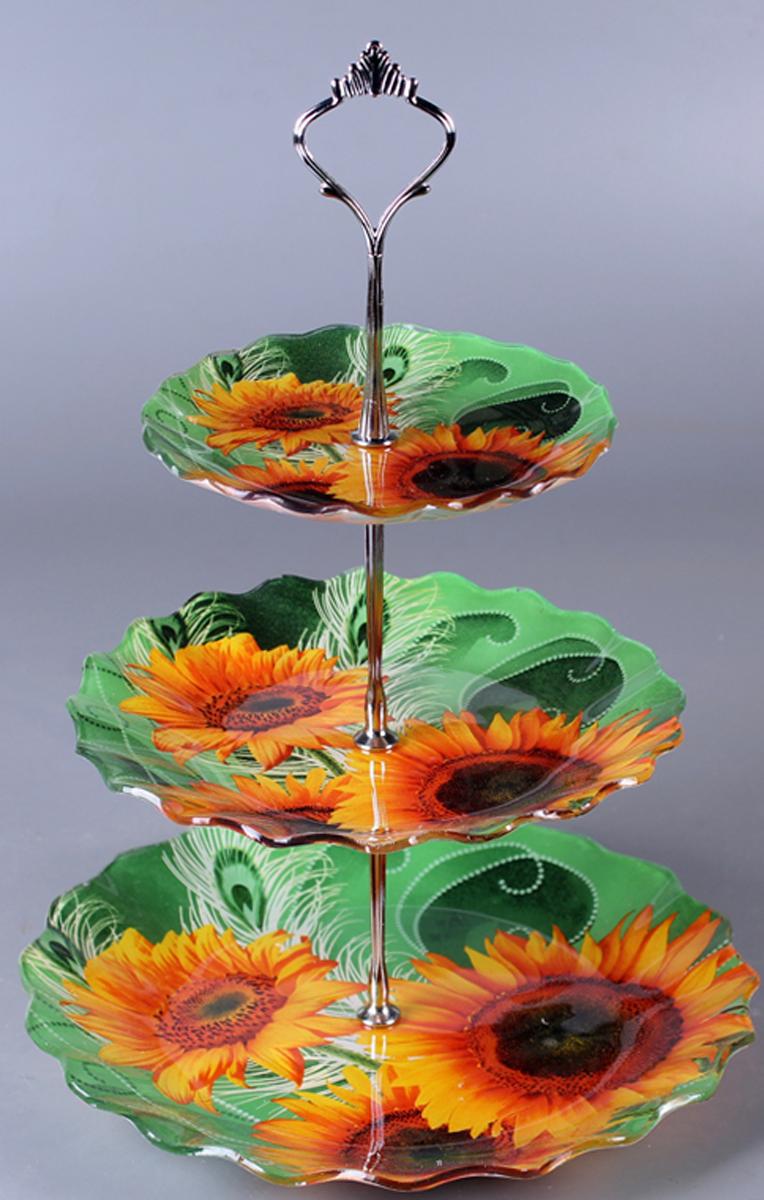 Фруктовница Olaff Цветы, трехъяруснаяZY-MD-SCXR-787Трехъярусная фруктовница Olaff Цветы выполнена из высококачественного стекла с в виде трех блюд на изящной ножке. Изделие оснащено ручкой для удобной переноски.Фруктовница Olaff Цветы станет идеальным украшением любой кухни или прекрасным подарком для вас и ваших близких. Диаметр большого блюда (по верхнему краю): 26 см. Диаметр среднего блюда (по верхнему краю): 21 см.Диаметр малого блюда (по верхнему краю): 16 см.