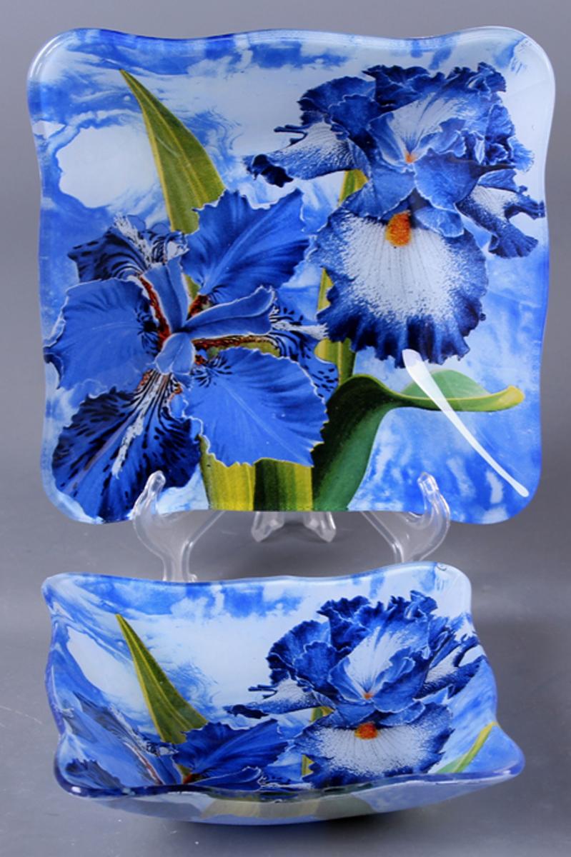 Набор салатников Olaff Цветы, 2 предметаZY-MD-TEMEW-854Набор Olaff Цветы состоит из двух квадратных салатников разных размеров. Изделия, изготовленные из высококачественного стекла, оформлены рельефным краем и красочным изображением ирисов.Такие салатники сочетают в себе изысканный дизайн с максимальной функциональностью. Оригинальность оформления придется по вкусу тем, кто предпочитает утонченность и изящность. Набор салатников Olaff Цветы украсит сервировку вашего стола и подчеркнет прекрасный вкус хозяйки, а также станет отличным подарком.Размер салатника (по верхнему краю): 14 х 14 см; 18 х 18 см.
