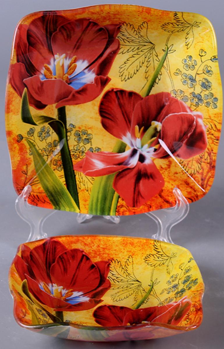 """Набор Olaff """"Цветы"""" состоит из двух квадратных салатников разных размеров. Изделия,  изготовленные из высококачественного стекла, оформлены рельефным краем и красочным  изображением ирисов.   Такие салатники сочетают в себе изысканный дизайн с максимальной функциональностью.  Оригинальность оформления придется по вкусу тем, кто предпочитает утонченность и  изящность.  Набор салатников Olaff """"Цветы"""" украсит сервировку вашего стола и подчеркнет прекрасный вкус  хозяйки, а также станет отличным подарком.  Размер салатника (по верхнему краю): 14 х 14 см; 18 х 18 см."""