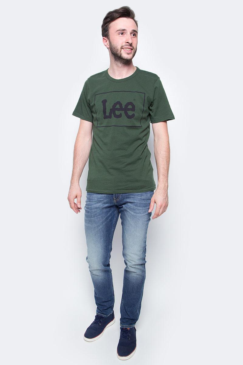 Футболка мужская Lee, цвет: зеленый. L61UAIDF. Размер L (50)L61UAIDFМужская футболка Lee с коротким рукавом и круглым вырезом горловины выполнена из натурального хлопка. Модель оформлена спереди крупной надписью.