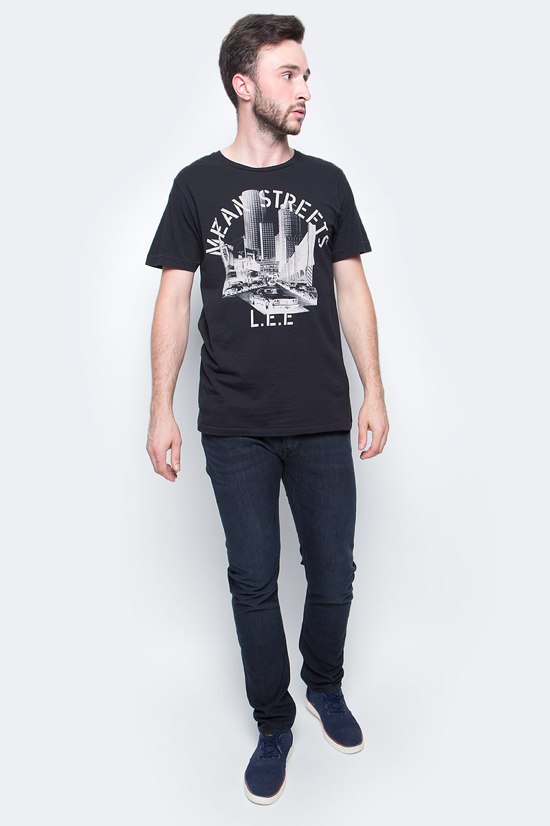 Джинсы мужские Lee, цвет: синий. L719AAEC. Размер 30-32 (46-32)L719AAECМужские джинсы Lee выполнены из высококачественного материала. Прямые джинсы стандартной посадки застегиваются на пуговицу в поясе и ширинку на застежке-молнии, имеются шлевки для ремня. Джинсы имеют классический пятикарманный крой: спереди модель дополнена двумя втачными карманами и одним маленьким накладным кармашком, а сзади - двумя накладными карманами.