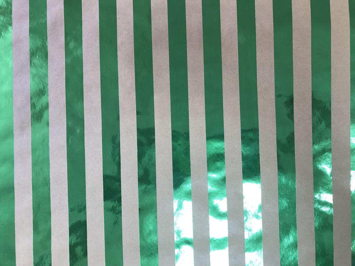 Крафт бумага Magic Time Зеленые полоски, немелованная, 100 х 70 см76685Крафт бумага для сувенирной продукции ЗЕЛЕНЫЕ ПОЛОСКИ от Magic Time - это стильный и практичный вариант упаковки подарка. Авторский дизайн, красочное изображение, тематический рисунок - все слагаемые оригинального оформления подарка. Окружите близких людей вниманием и заботой, эффектно вручив презент в нарядном, праздничном оформлении.