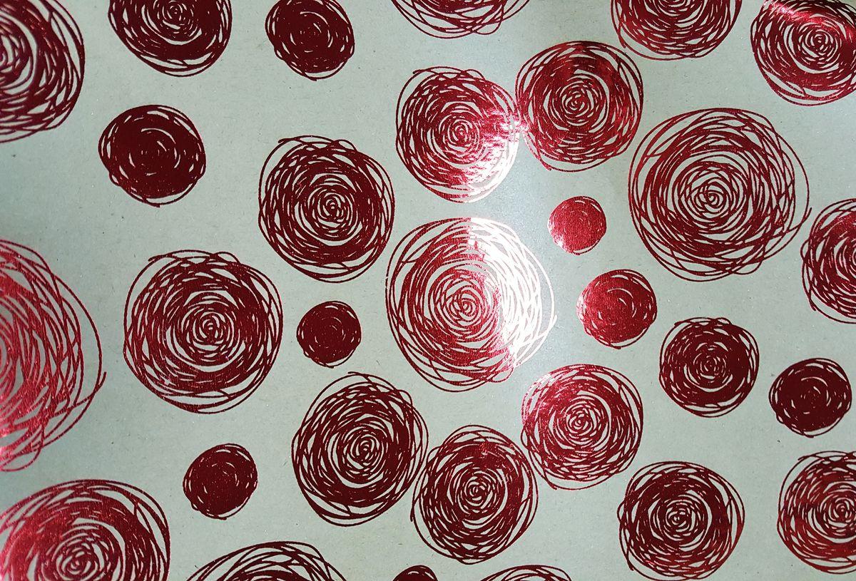 Крафт бумага Magic Time Красные водовороты, немелованная, 100 х 70 см76688Крафт бумага для сувенирной продукции КРАСНЫЕ ВОДОВОРОТЫ от Magic Time - это стильный и практичный вариант упаковки подарка. Авторский дизайн, красочное изображение, тематический рисунок - все слагаемые оригинального оформления подарка. Окружите близких людей вниманием и заботой, эффектно вручив презент в нарядном, праздничном оформлении.