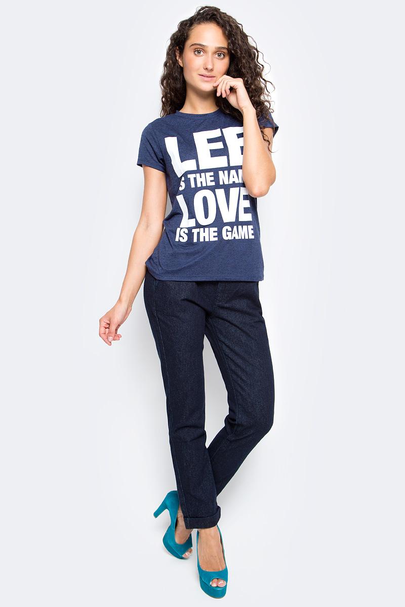 Джинсы женские Lee, цвет: синий. L310KU36. Размер 26-33 (42-33)L310KU36Женские джинсы Lee выполнены из натурального хлопка. Прямые джинсы классической посадки застегиваются на пуговицу в поясе и ширинку на застежке-молнии, имеются шлевки для ремня. Джинсы имеют классический пятикарманный крой: спереди модель дополнена двумя втачными карманами и одним маленьким накладным кармашком, а сзади - двумя накладными карманами.