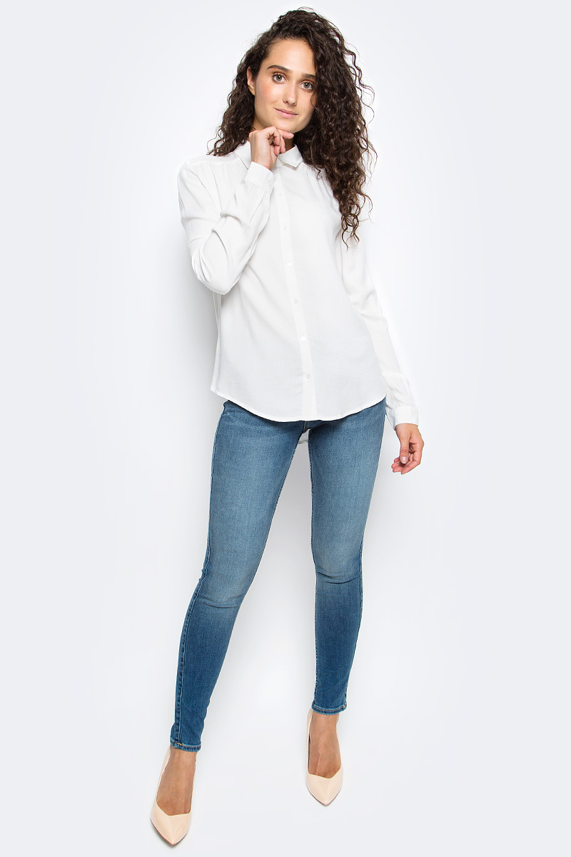 Блузка женская Sela, цвет: молочный. B-112/1311-7341. Размер 44B-112/1311-7341Блузка женская Sela выполнена из 100% вискозы. Модель имеет длинные рукава с манжетами на пуговицах и отложной воротник. Застегивается на пуговицы. Блузка выполнена в однотонном классическом дизайне.